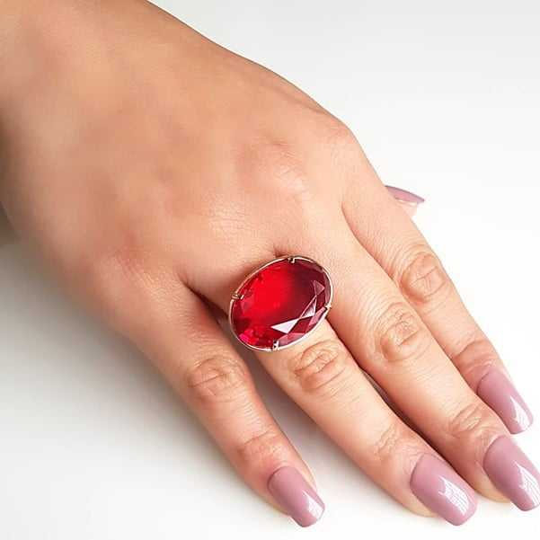 Anel cristal vermelho rubi oval 25x18mm - Modelo Xadrez