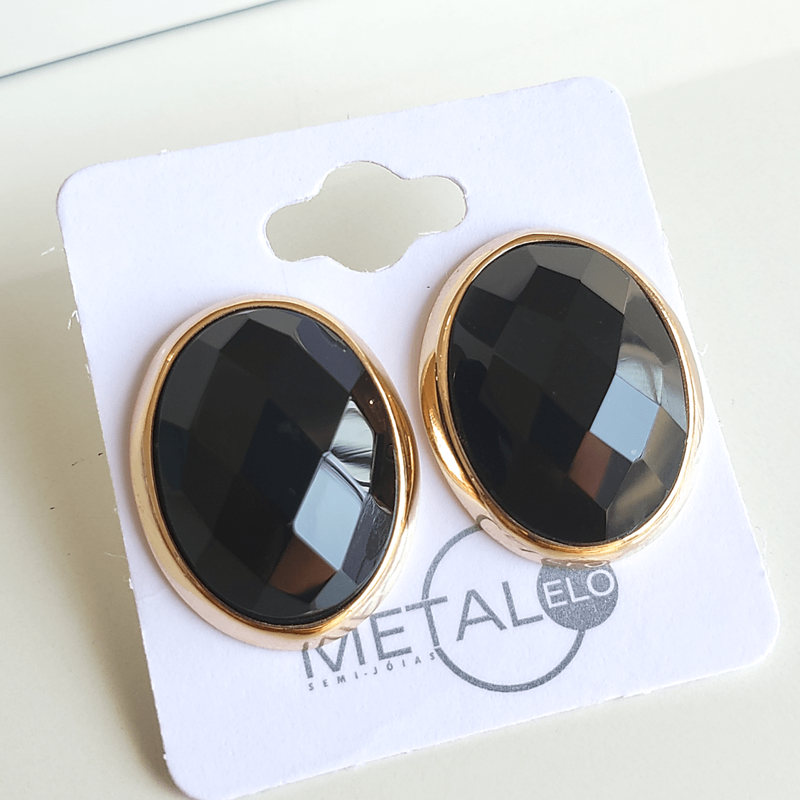 Brinco botão oval de cristal preto ônix 23x19mm
