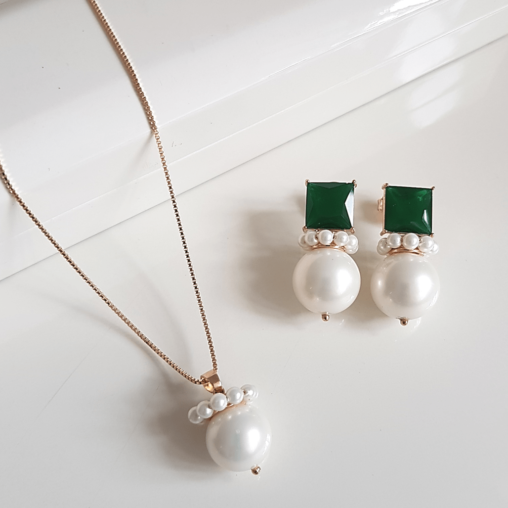 1-Conjunto colar e brinco de cristais verde floresta e pérolas com bordados