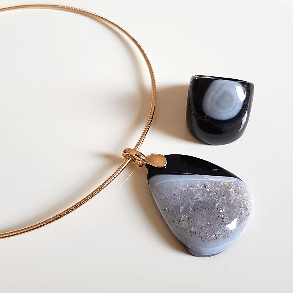 Conjunto Singular - pedra natural drusa ágata negra - colar e anel