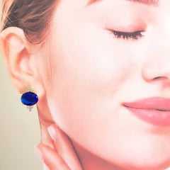 Brinco botão oval de cristal azul safira e zircônias 10x12mm