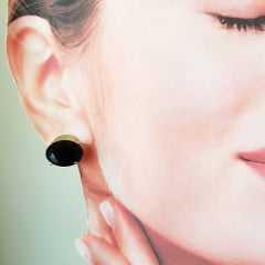 Brinco botão oval de cristal preto ônix 10x14mm