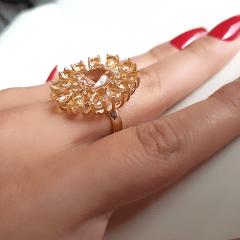 anel formato flor de cristais e zircônias