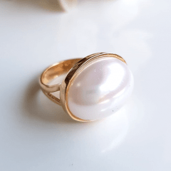 1-Anel pérola shell branca oval - modelo Dalia