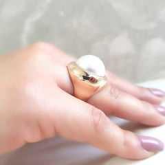 Anel pérola shell branca redonda  - modelo Melina