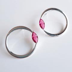 Brinco argola frontal com cristal rosa turmalina - prateado