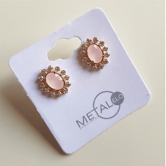 Brinco botão rosa leitoso com zircônias - cristal oval - 1,3cm