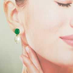 Brinco Perla -cristal verde esmeralda e pérola de água doce