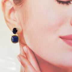 Brinco pedra Sodalita quadrado com cristal azul safira