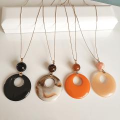 1-Colar longo com pingente pedra natural Jade laranja e resina pêssego