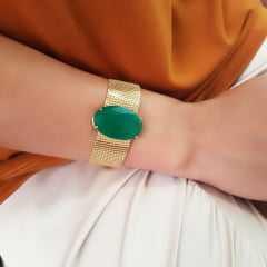 Pulseira de corrente malha dourada com cristal oval verde esmeralda