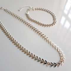 Conjunto prateado de corrente espinha de peixe - colar e pulseira - prateado
