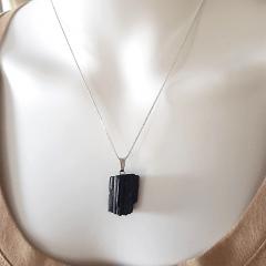 Colar Turmalina Negra - pingente irregular pequeno